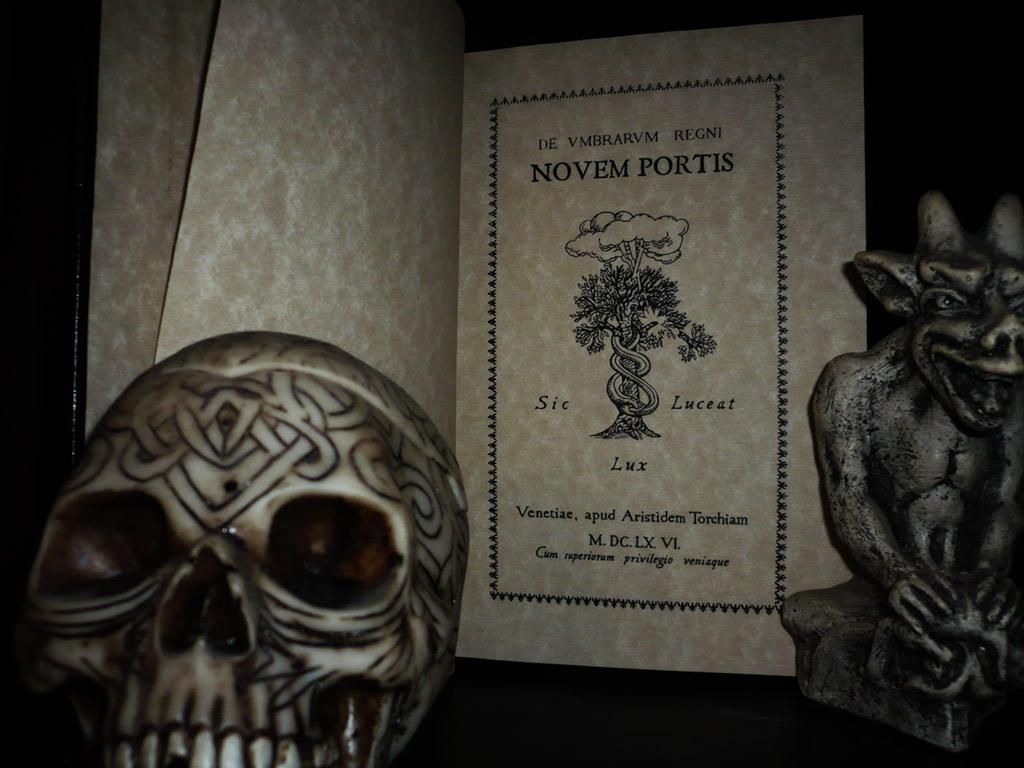 Nove Porte del Regno delle Ombre stampato su carta pergamena