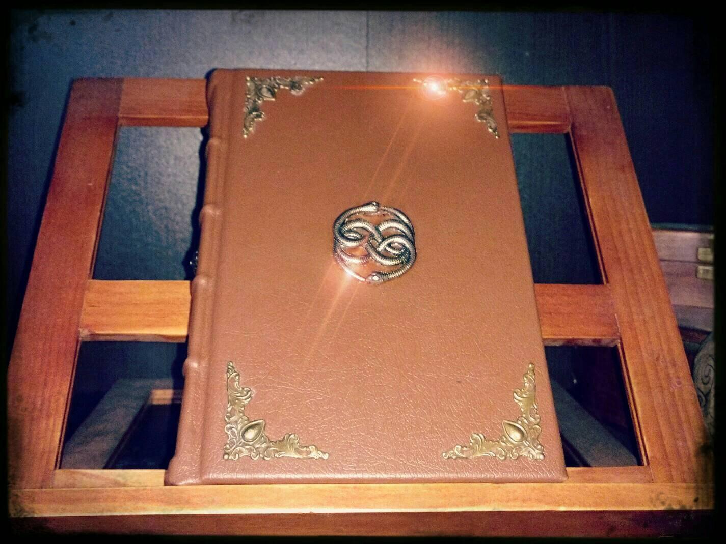 La Storia Infinita, il libro fatto a mano
