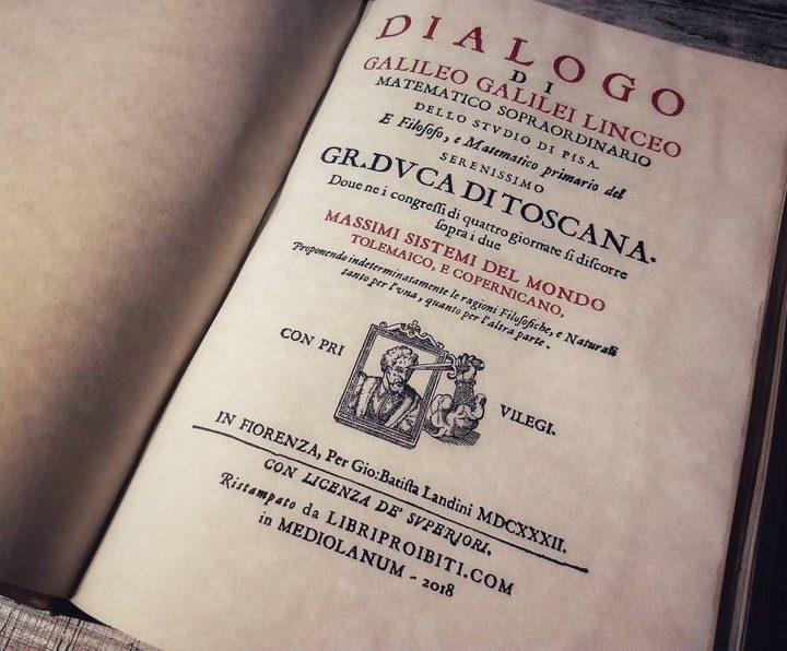 Dialogo sopra i massimi sistemi del mondo, REPLICA fatta a mano su edizione del 1632, di Galileo Galilei. Vera Pelle